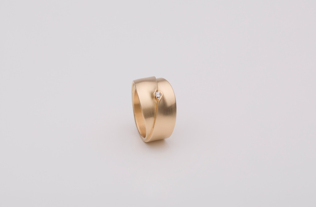 Ring aus der Kollektion <em>Fold</em>. Gold 750, Diamant.